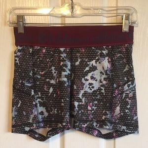 🦄 Lululemon Athletica Sz 4 Spandex Workout Shorts